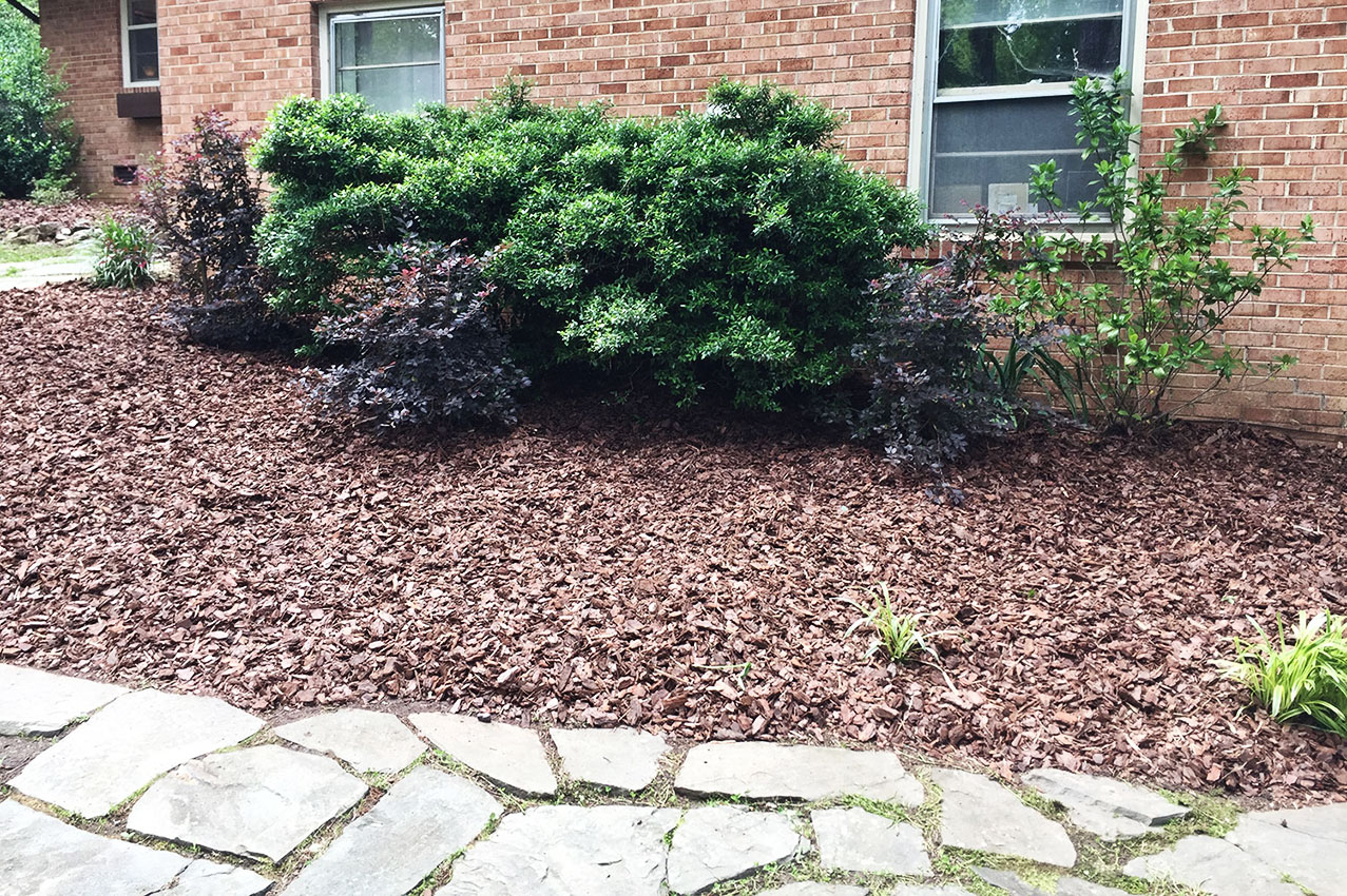 Landscaping Bark Delivery : Mulch delivery instillation coob s lawn care